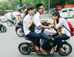 Học sinh, sinh viên không được đi xe máy điện khi chưa đăng ký - ảnh 1