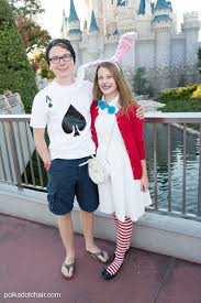 cute ideas for no sew alice in wonderland costumes a cute last minute group costume