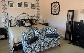 Bedroom:Artistic Damask Decor With Damask Headboard Of Round Bed Also  Monochrome Photographs Teen Bedroom