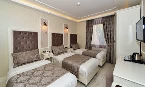 triple room with 3 single bed