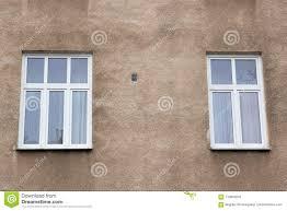Zwei Moderne Fenster Auf Der Fassade Des Hauses Stockfoto Bild Von