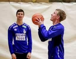 Smaalenenes Avis - Alexander (19) gjør alt han kan for at Magnus (32) skal  lykkes i EM – det selv om han selv risikerer å ikke få spille