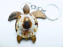 2 wood turtle keychain w limpet wording maui