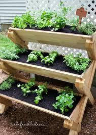 This cedar planter is a super cute way to grow herbs vertically! Great idea  for