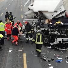 Incidente sull'A4 all'altezza di Cormano tra 3 camion ...