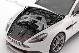 Autoart 1 18 Aston Martin Vanquish Year 2015 White 70250 Model Car 70250 674110702507