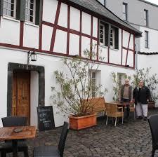 Leutesdorfer Ehepaar Streitet Mit Denkmalschutzbehörde Fenster Aus