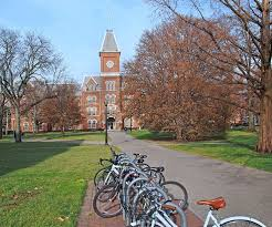 best choosing a college images college students 5 common reasons to choose the right college