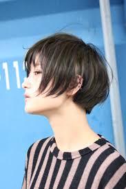 落ち着かせた髪色の中に明るい差し色を足す 横浜自由が丘のトータル