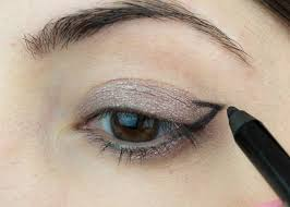 cat eye eyeliner makeup tutorial