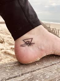 Triangle Wave Tattoo Oceanchild Tatoos And Piercings Tattoos
