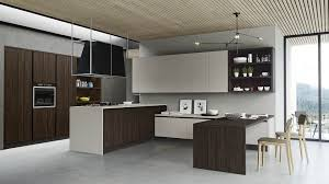 Cucina finitura effetto legno con dispensa ad angolo sconto del 59