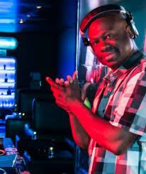 DJ Dwight Burr – Latin Street Music & Dancing