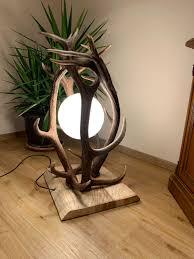 Eine Moderne Geweih Stehlampe Passend Für Jedes Chalet