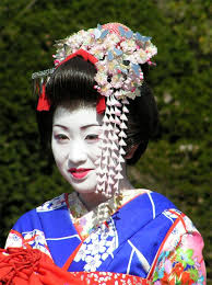 hana kanzashi on a tourist maiko