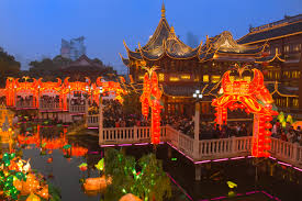 chenghuang temple fair at night chinese new year pictures chenghuang temple fair shanghai chinese new year lantern festival holidays