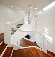 Der laie sieht das material der stufen und wangen, die form des geländers, die geschlossenheit oder transparenz der konstruktion. Treppen Designs 105 Absolute Eyecatcher Im Wohnbereich