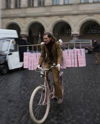 best wes anderson images wes anderson grand wes anderson on the set of the grand budapest hotel