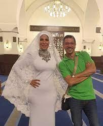 شاهد منى زكي بفستان الزفاف وهذا الرجل أجبرها على ارتداء الحجاب