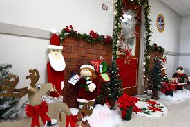 Christmas decoration for office Elegant 38 Home Design Redecorate Ideas 40 Office Christmas Decorating Ideas All About Christmas