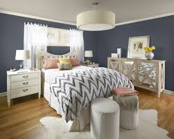 Bedroom:Gray Themed Bedroom With Upholstered Headboard Also Ottoman And  Carpet Flooring Retro Gray Bedroom