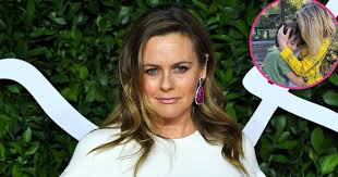Alicia silverstone revealed that she's passing time while under coronavirus lockdown with her son, bear blu, by taking baths together and focusing on their vegan diet. Dikizvz7jn Fsm