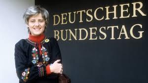 """Saskia Richter: """"Die Aktivistin. Das Leben der Petra Kelly"""" - Im Dienst für  Frieden und Menschenrechte (Archiv)"""