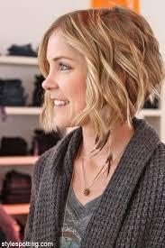 short layered wavy hair cute hairstyles