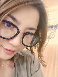 眼鏡をかけている瀬戸朝香