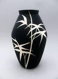 painting ceramic vases on