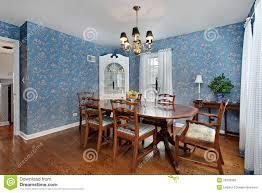 Esszimmer Mit Blauer Tapete Stockbild Bild Von Raum