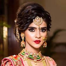 here is how the modern indian brides are experimenting with the bridal hairstyles for their wedding you surely can grab some great tips for your big day