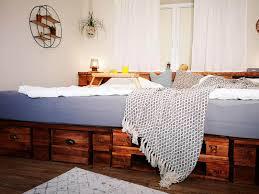 Sehr cool ist es , ein hochbett oder ein etagenbett aus paletten zu bauen. ᐅ Palettenbetten Selber Bauen Kaufen Anleitungen Shop