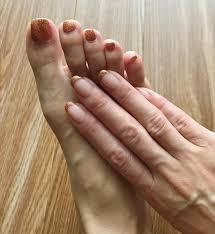 青山恭子さんのインスタグラム写真 青山恭子instagram自分で手と足