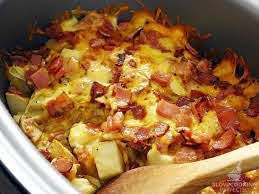 slow cooker cheesy potatoes with bacon