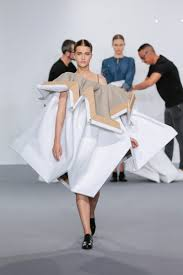 viktor rolf haute couture fashion show paris fw2015 team peter so would that make it art perhaps the answer is supposed to never be found the question seems to be far more interesting than the answer