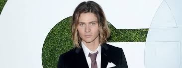 Mittellanges Haar Für Männer