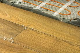 Bei der einbringung des estrichs kann mörtel eindringen und zu schallbrücken führen und die spätere ausdehnung der estrichfläche behindern. Ein Wichtiger Faktor Bei Der Fussbodenheizung Der Bodenbelag