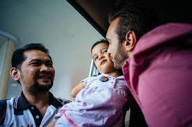 nick vujicic of life out limbs shares moving moment  nick vujicic of life out limbs shares moving moment muslim n family photos huffpost