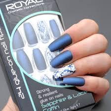 Royal Modré A Bílé Vzorované Umělé Nehty Sada S Lepidlem Sapphire Lace Coffin 24ks 3g Lepidlo