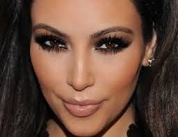 this makeup is neutral and not natural because it has black eyeliner pencil black eye and smoky black shadow on the line the lower lashes