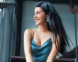 You don't have an instagram account? Amyra Dastur क ग ल मरस फ ट श ट ह आ व यरल द ख तस व र