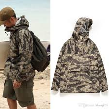 men s camouflage hooded jacket lightweight waterproof rain jacket long sleeve pullover outdoor climbing surfing coat field jackets sh0612