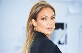 the magical highlighter jennifer lopez s makeup artist uses to give her cheeks an otherworldly glow glamour
