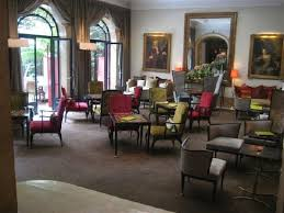 Hotel Lancaster Paris Champs-Elysees: Sitting area near lounge