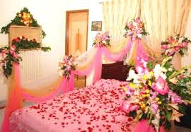 ... Stylish Flowers Decoration In Room Tittle ...