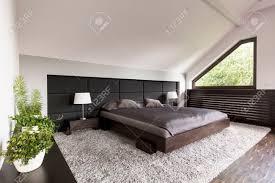 Helle Und Geräumige Schlafzimmer Mit Einem Großen Japanischen Bett