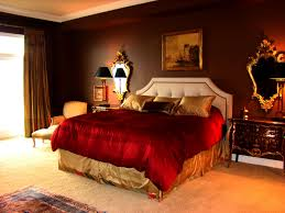 Red And Gold Bedroom Chocolate Walls Red Bedding With Gold Accents I Like The Regal