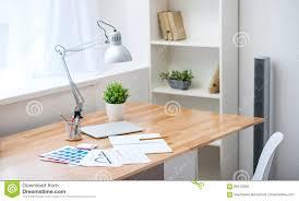 Schöne Aussicht Einer Tabelle Stockfoto Bild Von Papiere Regal