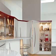 La cabina armadio angolare ad uso dispensa con lapertura a